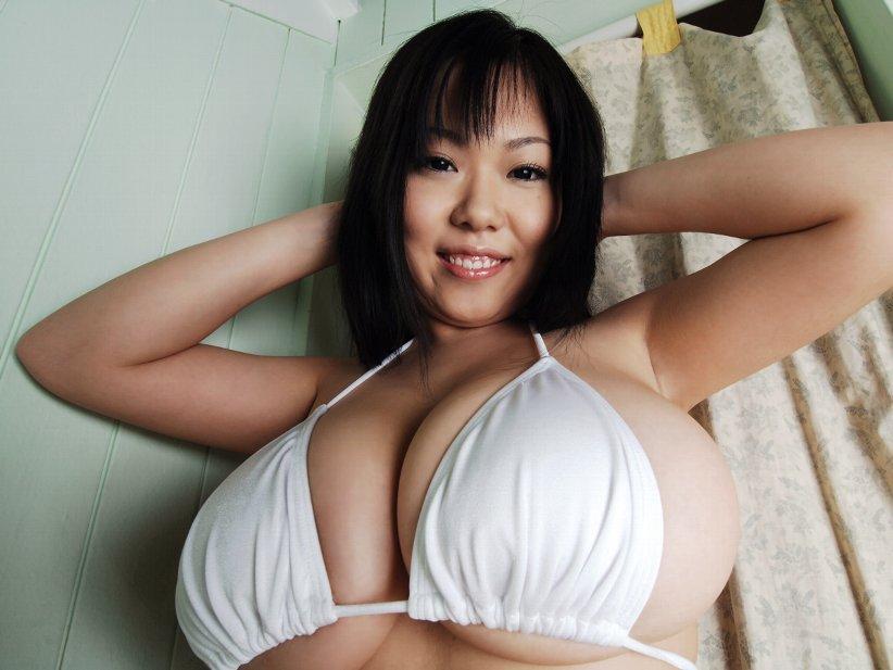 мнут большую грудь азиатки киска попка приоткрывается